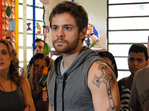 Moisés fica irado ao ser desafiado (Foto: Malhação / TV Globo)