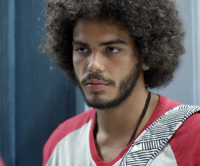 Pedro está cheio dos planos maldosos (Foto: TV Globo)