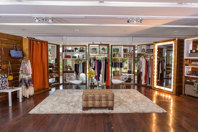 Visão geral do closet de Deborah Secco no Estrelas (Foto: Artur Meninea/Gshow)