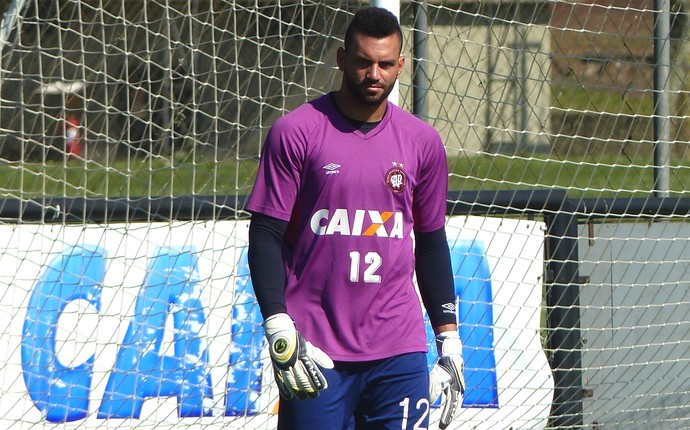 Weverton, goleiro do Atlético-PR (Foto: Monique Silva)