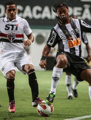 Ronaldinho Gaúcho decide a partida para o São Paulo (Foto: Bruno Cantini / Site Oficial do Atlético-MG)