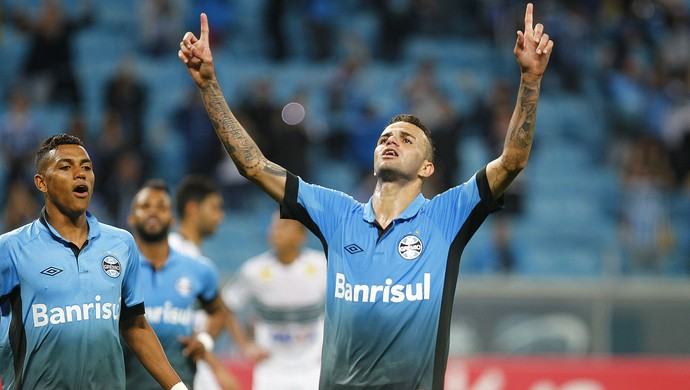 Luan comemora contra o Coritiba (Foto: Lucas Uebel / Grêmio, DVG)