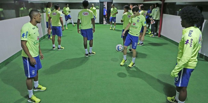 Preparador  atividade no vestiário da Seleção lembra treinos antes ... 7ea653960ac1d