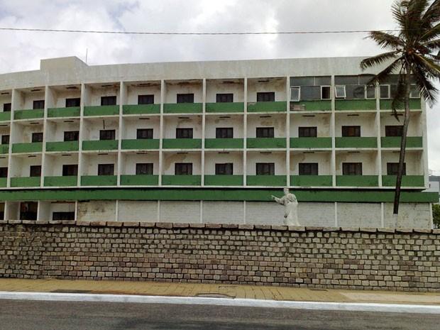 Hotel Reis Magos, em Natal, está abandonado desde 1995 (Foto: Anderson Barbosa/G1)