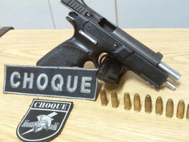 pistola marca G Cherockee Bul, calibre 9 milímetros, carregada com um caregador com nove cartuchos (Foto: Divulgação/ Batalhão de Choque da Polícia Militar)