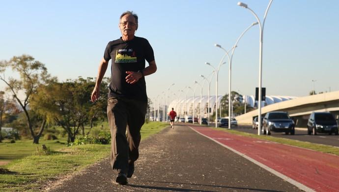 Antonio Carlos Hummel corrida Maratona de Porto Alegre idoso (Foto: Leo Urnauer/GloboEsporte.com)