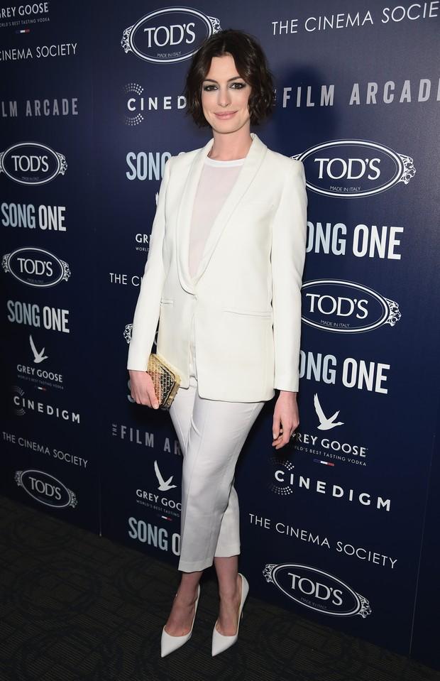 Anne Hathaway em première de filme em Nova York, nos Estados Unidos (Foto: Dimitrios Kambouris/ Getty Images/ AFP)