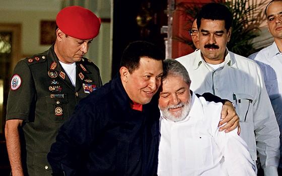 CAMARADAS O então presidente da Venezuela Hugo Chávez com Lula. Acertada entre eles em 2009, a construção do metrô de Caracas é investigada