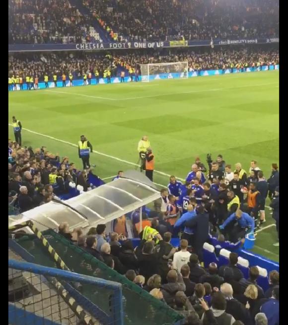 BLOG: Hiddink é jogado no chão em confusão após empate entre Chelsea e Tottenham