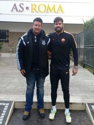 André Dias treinador de goleiros Ponte Preta visita Roma Alisson (Foto: Arquivo pessoal)