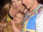 Fernando Scherer posa com Sheila Mello e a filha, Brenda