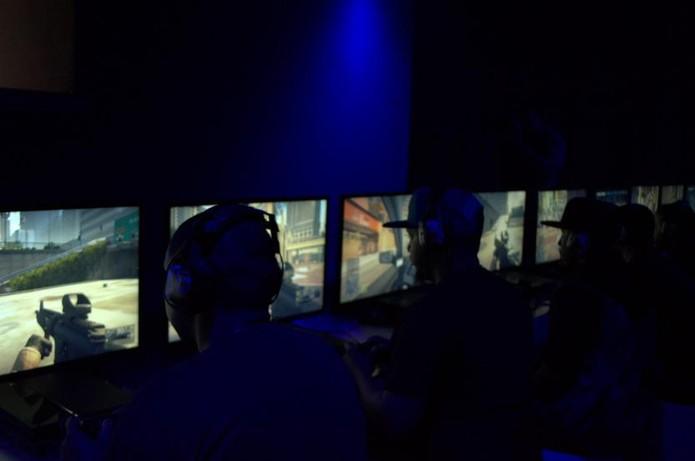 EA disponibilizou PS4 para o público testar Battlefield Hardline (Foto: Monique Mansur/TechTudo)