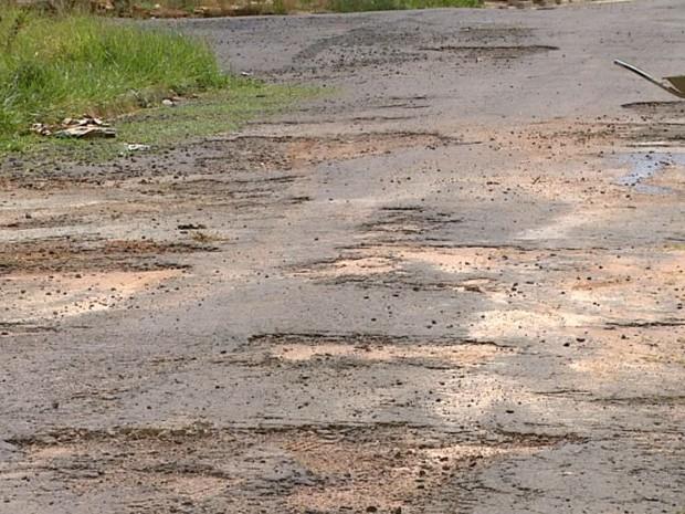 Prefeitura diz que trabalho de pavimentação deve ser retomado em novembro (Foto: Paulo Chiari/EPTV)