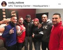 """Garbrandt publica foto e """"entrega"""" visita de Tyson na gravação do TUF"""
