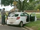 Motorista morre em Franca, SP, após desviar de caçamba e bater em árvore