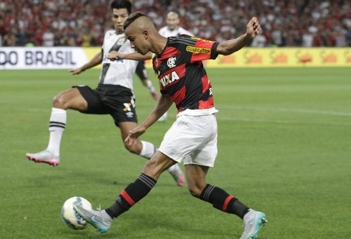 Jorge em ação no empate com o Vasco na quarta-feira (Foto: Gilvan de Souza / Flamengo)