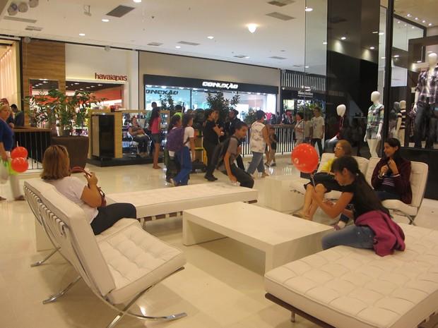 8987881e6f746 Shopping recebe frequentadores no primeiro dia de funcionamento (Foto   Nathália Duarte G1)