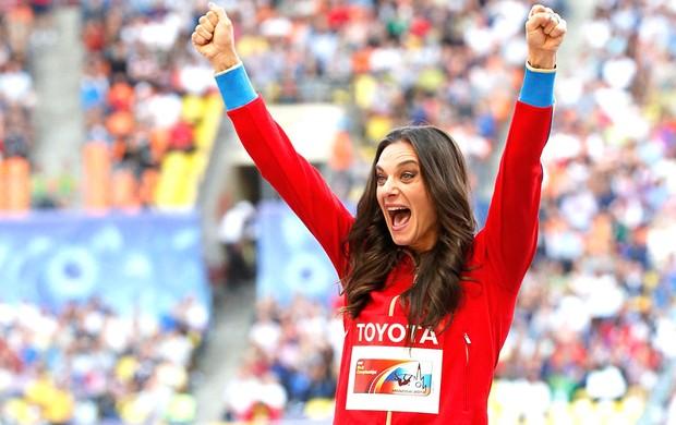Isinbayeva medalha de ouro Mundial Moscou (Foto: Agência Reuters)