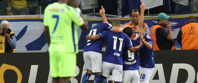 Jogadores do Cruzeiro comemoram o gol marcado contra o Mineros (Foto: EFE)