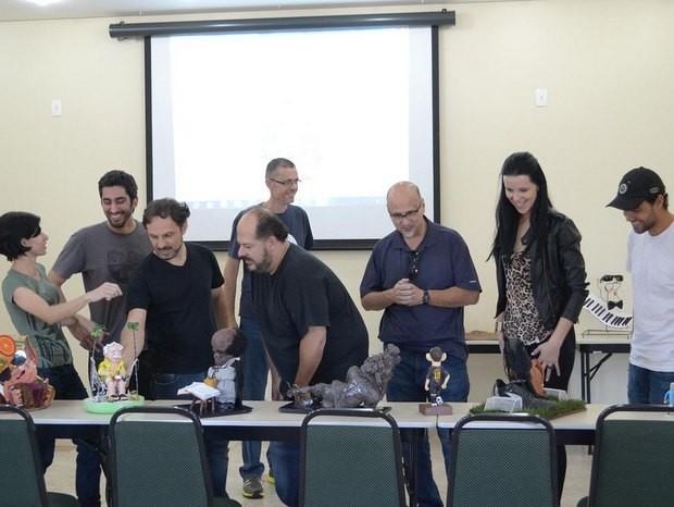 Júri de seleção do Salão de Humor de Piracicaba avaliou obras inscritas neste final de semana (Foto: Rodrigo Alves/Divulgação)