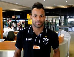 fernandinho atlético-mg desembarque (Foto: Gabriel Duarte)