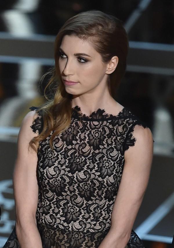 """Lindsay Mills subiu ao palco com os criadores de """"Citizenfour"""" - que é sobre Snowden -, em 2015, para receber o prêmio de melhor documentário (Foto: Getty Images)"""