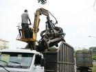 Força-tarefa recolhe 15 toneladas de sucata e prende dono de desmanche