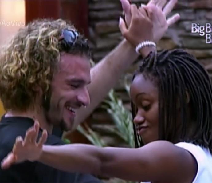 Serginho e Vanessa adoravam dançar na casa do 'BBB1' (Foto: Vídeo Show / TV Globo)