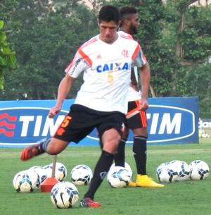 Caceres, treino Flamengo (Foto: Thales Soares)