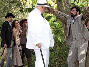 Ramiro dá uma lição nos golpistas (Foto: Gabriela / TV Globo)