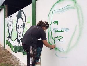 Vila Olímpica - Grafite Muro personagens Uberlândia Esporte (Foto: Luís Corvini)