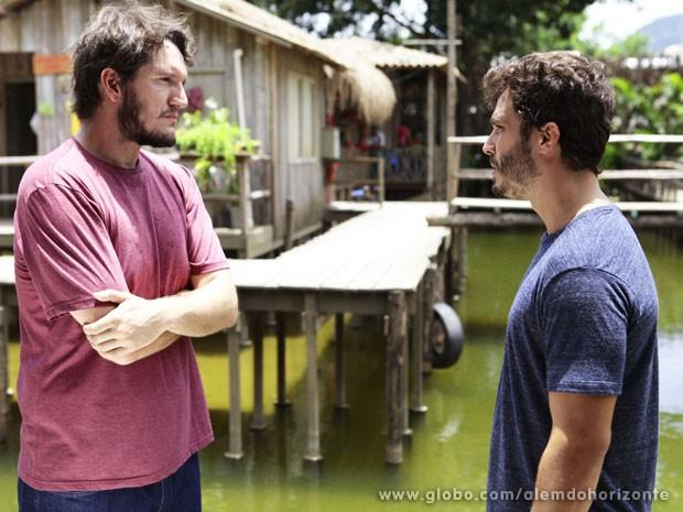 William pede o barco do Grupo, mas Assis não se sensibiliza com a situação de Nilson (Foto: Pedro Curi/TV Globo)