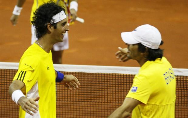 Thomaz Bellucci  e João Zwetsch na Copa Davis (Foto: Reuters)