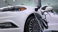 Salão de Los Angeles mostra que carro que carrega na tomada está ficando mais popular