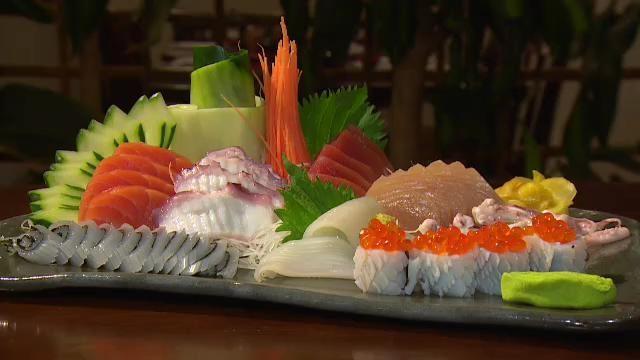 O arroz sem tempero e o peixe cru são a base da culinária japonesa. (Foto: Reprodução / TV Vanguarda)