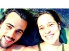 Bruno Ferrari e Paloma Duarte curtem cachoeira em dia ensolarado