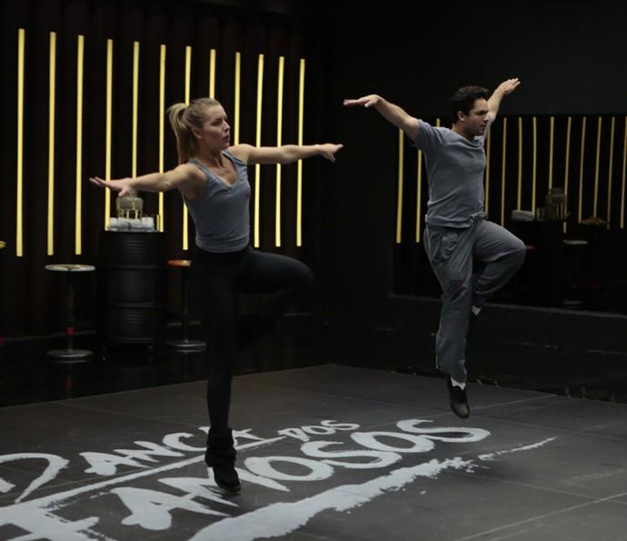 Rainer Cadete 'voa' em seu primeiro ensaio para o 'Dança dos Famosos' (Foto: Felipe Monteiro/Gshow)