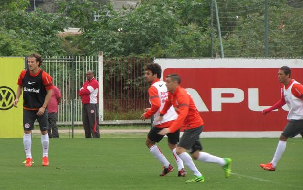 D'Alessandro, Scocco e Forlán participam de treino do Inter (Foto: Tomás Hammes / GLOBOESPORTE.COM)