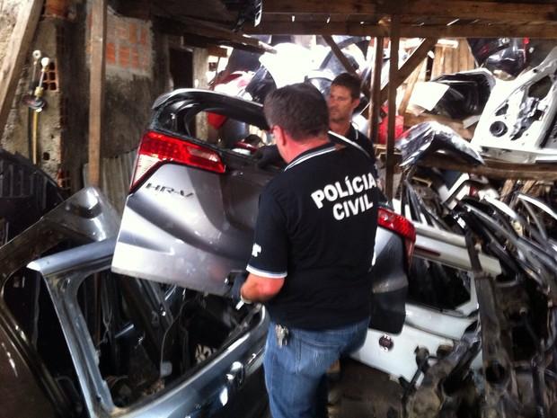 Foram encontradas peças sem comprovação de origem (Foto: Polícia Civil/Divulgação)