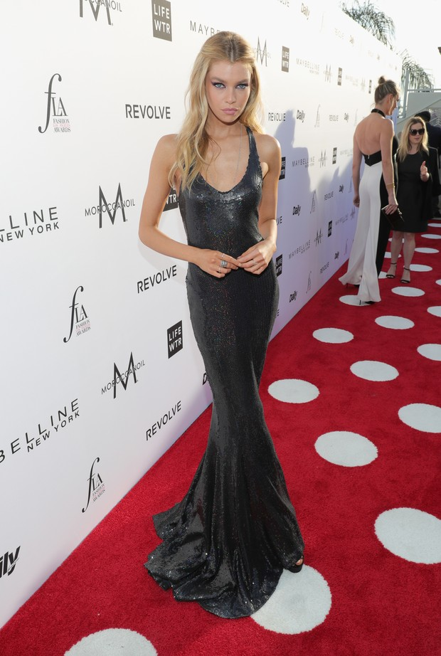Stella Maxwell no Los Angeles Fashion Awards (Foto: AFP)