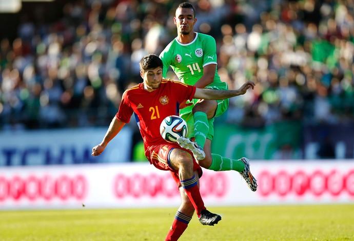 Aleksandr Tumasyan jogo Argélia e Armênia (Foto: Reuters)
