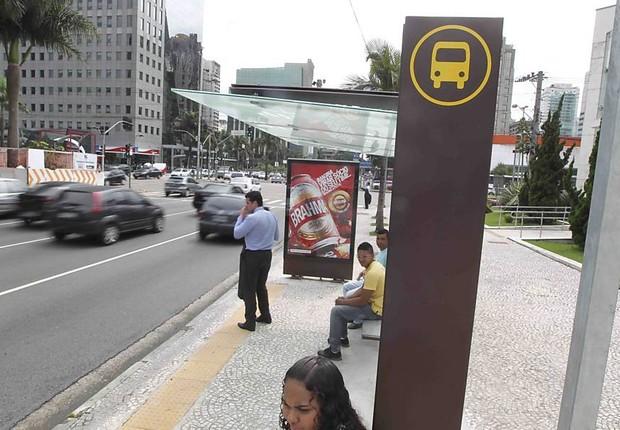 Abrigo em ponto de ônibus na Avenida Faria Lima em São Paulo (Foto: Reprodução/Skyscrapercity)