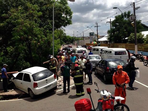 Corpo de Bombeiros e Polícia Militar fizeram o resgate das vítimas (Foto: Divulgação/Corpo de Bombeiros)