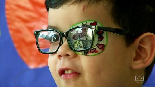 Uso do smartphone em ambiente escuro favorece a cegueira temporária