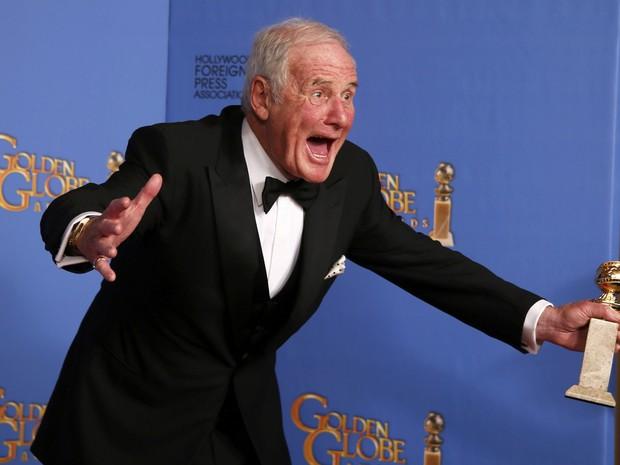 O produtor Jerry Weintraub recebe prêmio de melhor filme para TV por 'Minha vida com Liberace' no 71º Globo de Ouro, que acontece neste domingo (12), em Los Angeles. (Foto: REUTERS/Lucy Nicholson)
