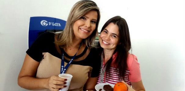 A apresentadora Thaíse Cavalcante ao lado da editora executiva Deila Dantas  (Foto: Divulgação/ Marketing TV Gazeta)