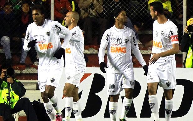 Diego Tardelli comemora gol do Atlético-MG no jogo contra o Strongest (Foto: EFE)