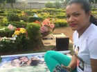 Fã que se mudou para visitar túmulo de Cristiano Araújo vive de doações