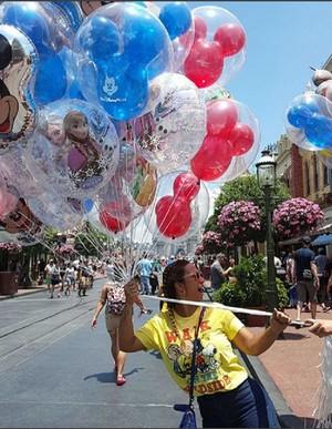 Valesca se divertindo na Disney (Foto: Arquivo Pessoal)
