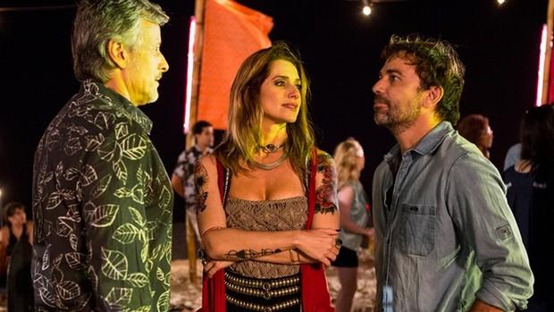 'Sol': Felipe tem ciúmes ao ver Lenita e Vittorio juntos (Ellen Soares/Gshow)
